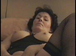スキニーな女性のタイツは売春婦です。 エロ 女子 専用