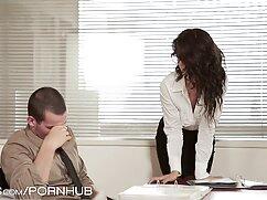 女の子は彼女の足で自慰行為をし、lを剃る。 えろ 動画 女性 専用