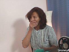 ロシアの女の子が脱彼女のパンティー,柄の,屋外 女子 専用 アダルト